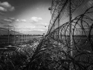 Rêver d'être poursuivi en s'échappant de prison