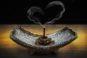 Brûler de l'encens durant lapleine lune